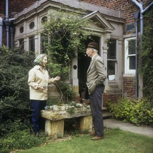Valerie Finnis (1924-2006) and Sir David Scott (1887-1986) in deep discussion in the garden. ©Valerie Finnis/RHS Library Collections